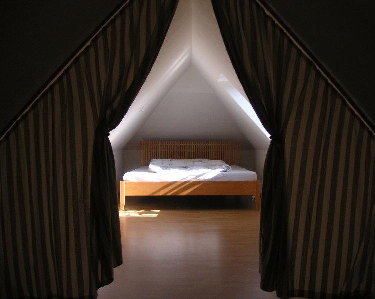 schlafzimmerI